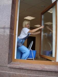 Так окна мыть удобнее